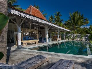 Joglo House Lombok, beachfront 3 bedroom villa - Pemenang vacation rentals