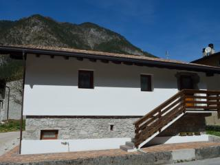 Nice House with Satellite Or Cable TV and Parking - Anduins vacation rentals