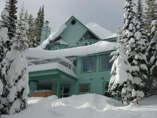 Cozy 2 bedroom Silver Star Mountain Apartment with Deck - Silver Star Mountain vacation rentals