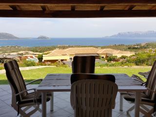 Villa con meravigliosa vista mare 3 letto 2 bagni - Marinella vacation rentals