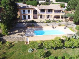 Très belle villa-piscine privée Vue mer F301 - Var vacation rentals