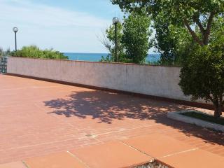 7 APPARTAMENTO al MARE Lido Riccio 5 posti - Ortona vacation rentals