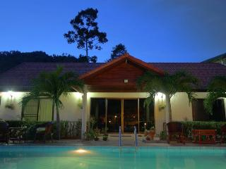 Back Packers Paradise ( Room 2 Bed 1) - Maret vacation rentals