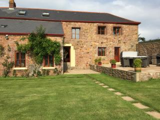 Country Retreat with 3 Ensuite Double Bedrooms - Trinity vacation rentals
