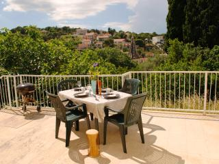 Wonderful 2 bed apartment with spacious terrace - Splitska vacation rentals
