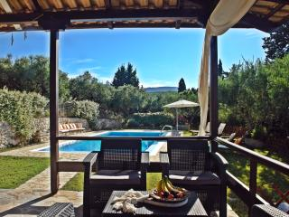 Bright 2 bedroom Amoudi Villa with Internet Access - Amoudi vacation rentals