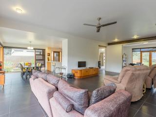 Huon Valley House, luxury river views + free Wi-Fi - Hobart vacation rentals