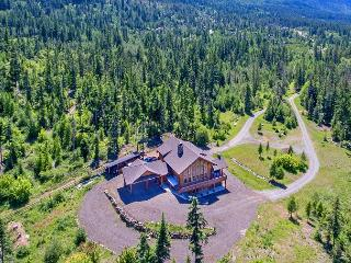 Stunning Mt. Log Home | Slps 20 | WiFi | Hot Tub | 6 Acres - Cle Elum vacation rentals
