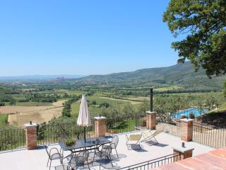 Bright Family Home in Tuscany,  Stunning Private Pool, Tranquil Tuscan setting. - Pieve di Chio vacation rentals
