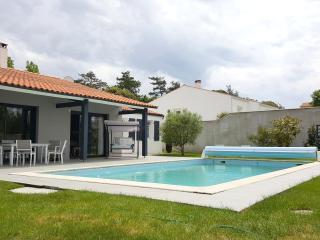 L'Houmeau maison-piscine proche centre La Rochelle - l'Houmeau vacation rentals