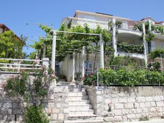 Nice 3 bedroom Mlini Condo with Internet Access - Mlini vacation rentals