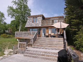 Nice 3 bedroom Tiny Cottage with Deck - Tiny vacation rentals