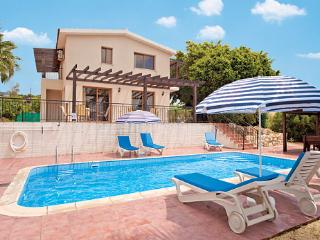 Beautiful Villa with A/C and Shared Outdoor Pool in Peyia - Peyia vacation rentals