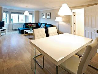 Central located lovely 2 bedroom 2 bathroom - Edinburgh vacation rentals