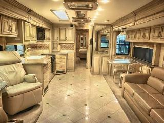 Perfect 4 bedroom Chicago Caravan/mobile home with Internet Access - Chicago vacation rentals