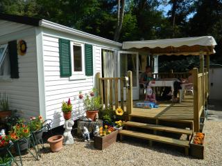2 bedroom Caravan/mobile home with Deck in Saint-Georges-de-Didonne - Saint-Georges-de-Didonne vacation rentals