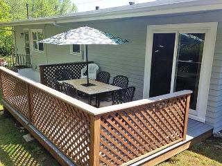 Two Beaches: Immaculate 3 bed/1.5 bath home between Long and Good Harbor! - Gloucester vacation rentals
