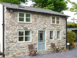 THE COTTAGE, detached, one bedroom, woodburner, WiFi, Pantymwyn Ref 15273 - Pantymwyn vacation rentals