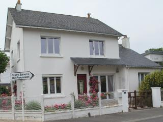 Nice Villa with Satellite Or Cable TV and Television - La-Baule-Escoublac vacation rentals