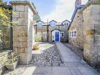 THE COACH HOUSE, Grade II listed, woodburner, pet-friendly, private courtyard, nr Ludlow, Ref 29698 - Ludlow vacation rentals