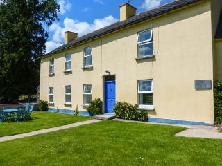 THE BRIDE VALLEY FARMHOUSE, pet friendly, country holiday cottage, with a garden in Lismore, County Waterford, Ref 3695 - Lismore vacation rentals