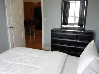 1BD & DEN PRIME LOCATION & NEW FURNITURE SQUARE 1 - Mississauga vacation rentals