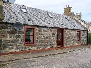 AUCHNAHAIRD, fisherman's cottage, WiFi, pet-friendly, patio, in Whitehills, Ref 934891 - Whitehills vacation rentals