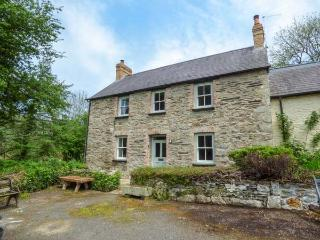 COED CADW COTTAGE, quaint cottage, woodburner, parking, garden, in Fishguard, Ref 936561 - Fishguard vacation rentals
