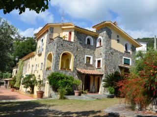 Monolocale in un bellissimo Casale sul mar Tirreno - Fiumefreddo Bruzio vacation rentals