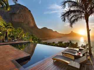 Casa luxuosa com piscina e vista para o mar - Rio de Janeiro vacation rentals