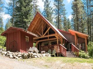 Merry Cabin, privacy in the woods, hot tub, Wi-Fi, 10 mins from town - Leavenworth vacation rentals