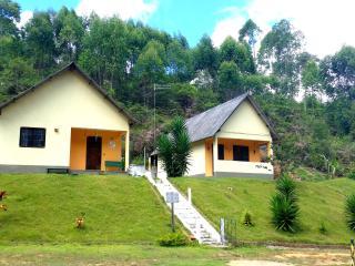 Nice Chalet with Mountain Views and Parking - Santa Teresa vacation rentals