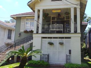 CHARM & SPACIOUS ! MAR- SEPT $225  p/n SUN-THURS 2ngts min EVT & HOL EXCLUDED - New Orleans vacation rentals