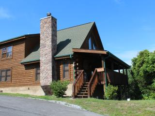 4 BR (2 KING MBRs); 3 bath, Loaded with Amenities! - Sevierville vacation rentals