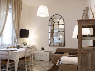 Casa Velino charming and well connected apartment - Milan vacation rentals