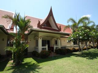 Beautiful Thai-Bali Villa in Luxury Resort - Bang Sare vacation rentals