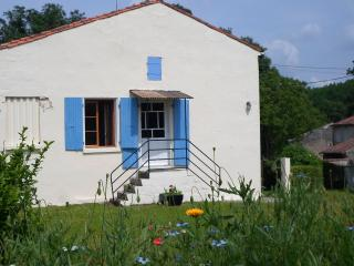 Comfortable 1 bedroom Cottage in Dampierre-sur-Boutonne with Internet Access - Dampierre-sur-Boutonne vacation rentals