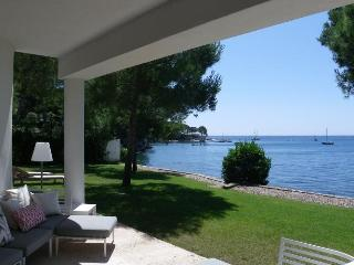 Beautiful House with Internet Access and Dishwasher - Canyamel vacation rentals