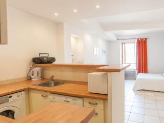 Cozy studio in the heart of old town Antibes 53010 - Antibes vacation rentals
