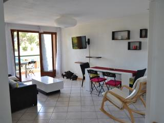 Seasonal Rental 2 Bedrooms 6 Occupants near sea - La Ciotat vacation rentals