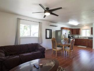 Paradise Bungalow - w/ AC, near beach, shops - Haleiwa vacation rentals