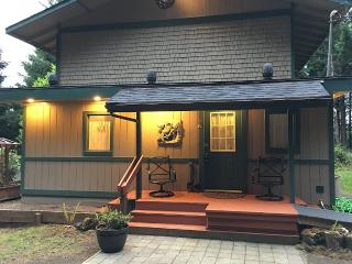 House In Secluded Forest Setting Near Old Town - Reedsport vacation rentals