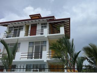 Up site apartment - Negombo vacation rentals