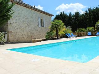 Stone house, large 16.5x5-m private pool - Mauroux vacation rentals