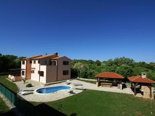 Comfortable 3 bedroom Villa in Garica - Garica vacation rentals