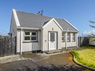 3 CARROWCANNON, all ground floor, en-suite, Sky TV, close to amenities and coast, in Falcarragh, Ref 933217 - Falcarragh vacation rentals