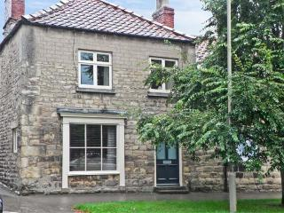COBBLER'S COTTAGE, pet-friendly, character holiday cottage in Pickering, Ref 936135 - Pickering vacation rentals