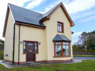 NO 4 CAME DRIVE, detached, en-suites, pet-friendly, sea views, in Catletownbere Ref 936238 - Castletownbere vacation rentals