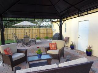Nice Cottage with Internet Access and A/C - Fort Lauderdale vacation rentals