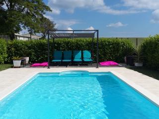 Gite familial confort standing . Piscine chauffée - Angouleme vacation rentals